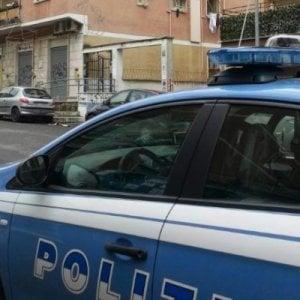 Terzigno, aggrediscono poliziotti con una mannaia: 4 cinesi arrestati per tentato omicidio