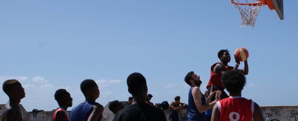 Ius Soli, la battaglia dei figli degli immigrati per giocare a basket: nati a Castel Volturno, per la federazione sono stranieri
