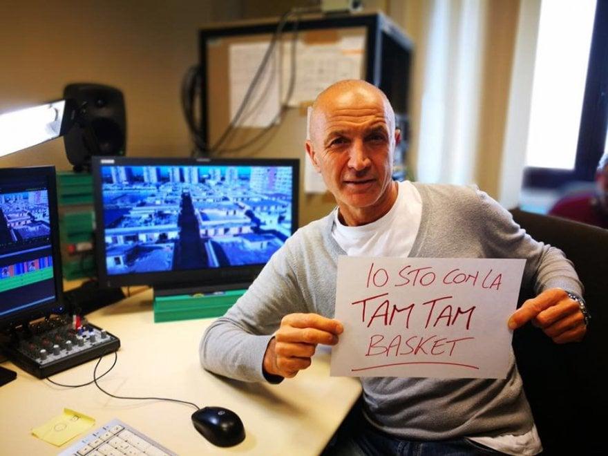 """""""Io sto con la Tam Tam Basket"""": la campagna a sostegno dei giocatori di Castl Volturno figli di immigrati"""