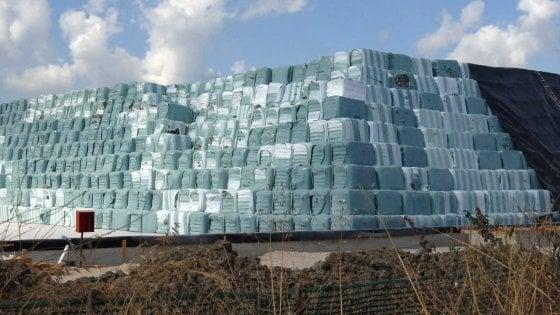 Rifiuti: Campania ripulita da 56mila tonnellate di ecoballe, ne rimangono ancora 5 milioni nei siti
