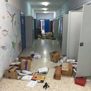 Banditi e vandali, raid alla scuola Neghelli. Rubati 85 tablet e 12 pc