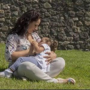 Potenza, l'allattamento al seno in 200 scatti: la campagna #iociucciodovemipare