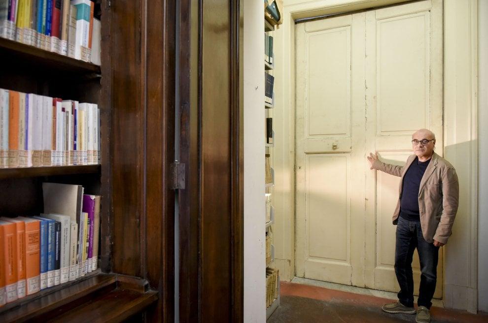 Quella porta che divide Palazzo Reale e la Biblioteca nazionale