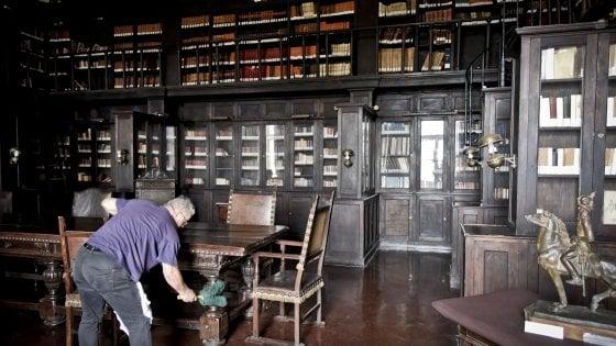 Affreschi e cimeli mai visti, la Biblioteca Nazionale di Napoli apre le stanze segrete