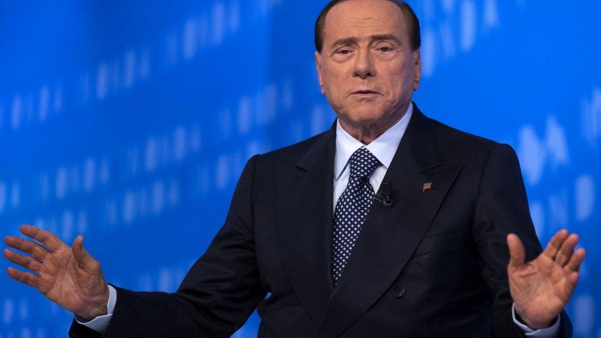Berlusconi a ischia per la convention di forza italia for Parlamentari forza italia