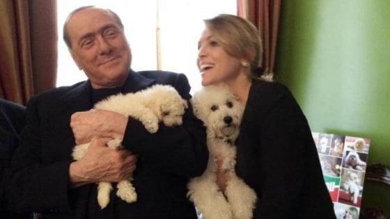 """Berlusconi in Campania lancia l'ultimatum ai suoi: """"Dimostrate di avere i voti"""""""