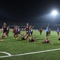 Minala all'ultimo all'assalto regala il derby alla Salernitana (2-3)