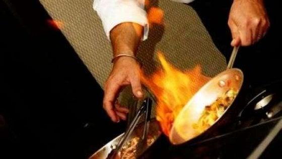 Piatto flambé al ristorante, ustionate due clienti ricoverate in ospedale