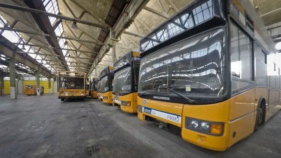 """Anm, in viaggio con gli autisti esasperati: """"Ecco la nostra odissea quotidiana alla guida di bus vecchi e malridotti"""""""
