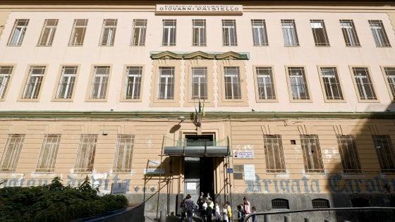 Napoli, novecento alunni ma la scuola non ha certificato di agibilità