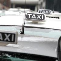 Napoli, tassista abusivo incastrato grazie a Facebook