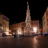 Napoli, movida violenta: accoltellati due giovani, uno è grave