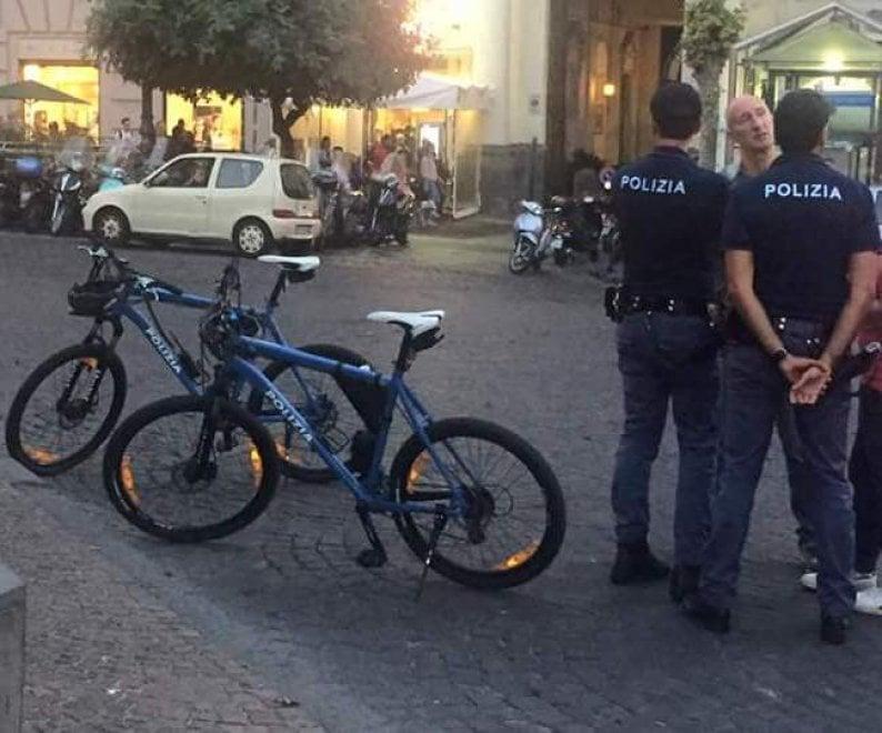 """Napoli, poliziotti realizzano un sogno: """"Lavorare in mountain bike"""""""