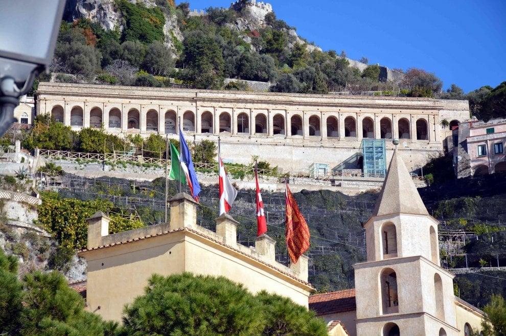 Amalfi, si inaugura l'ascensore per il cimitero monumentale: un'opera attesa da più di 30 anni