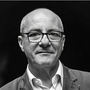 """Padre Loffredo: """"Appello alla politica, il tempo a disposizione è poco"""""""