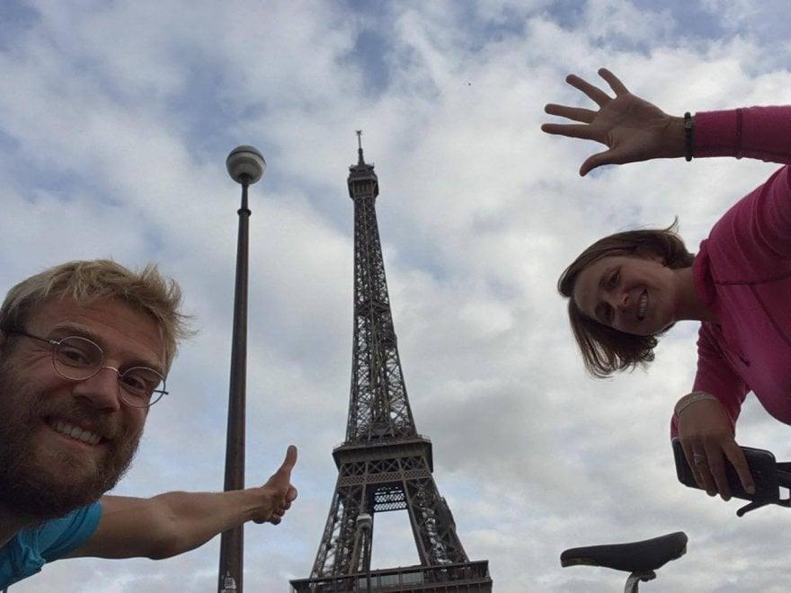 """Castel Volturno mantiene la promessa con il ciclista francese derubato: """"Ecco i soldi per la tua bici nuova"""""""