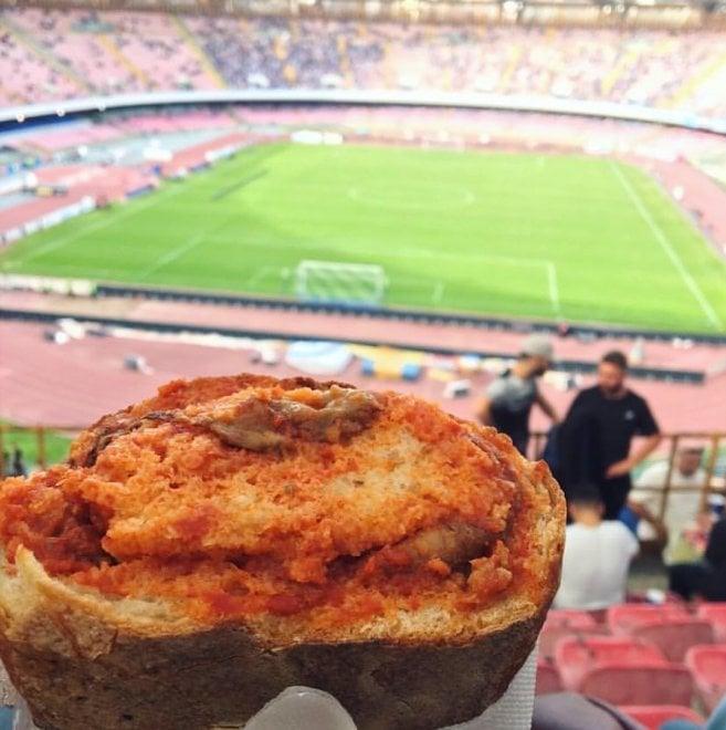#LaMarennaDelloStadio, il panino al San Paolo diventa un cult