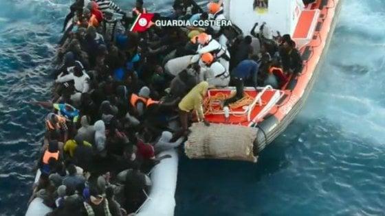 Salerno si prepara ad accogliere 375 migranti. E' il ventiduesimo sbarco