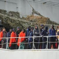 Salerno, fermati due scafisti per immigrazione clandestina