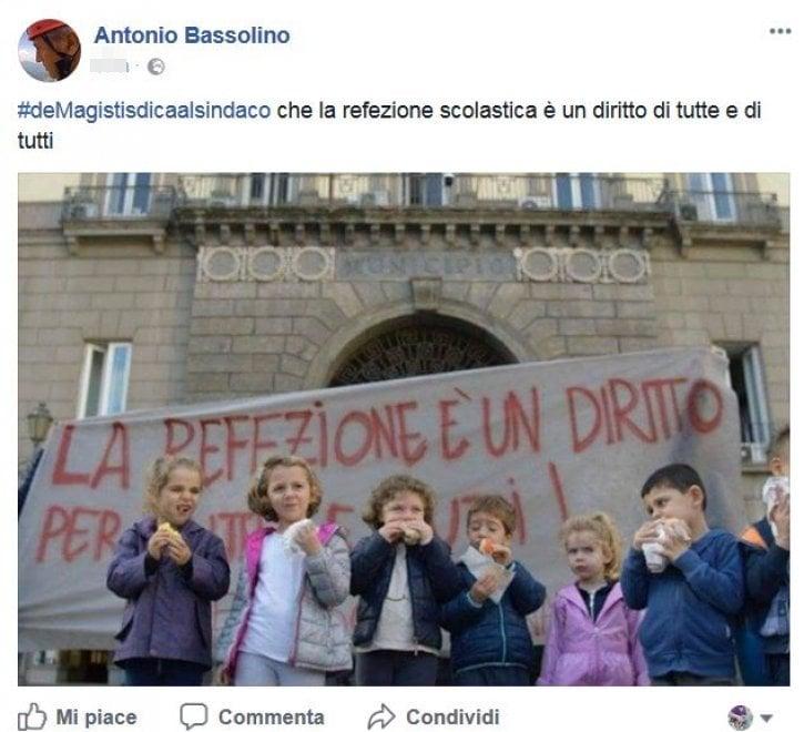 """Bassolino appoggia le mamme in protesta davanti al Comune : """"La refezione scolastica è un diritto di tutte e di tutti"""""""