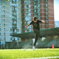 A Scampia un campo da calcio realizzato con 10 mila pneumatici: ecco lo Stadio Landieri