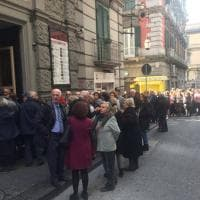 Tutti in fila per le Lezioni di Storia: platea piena al Bellini per gli incontri organizzati da Laterza