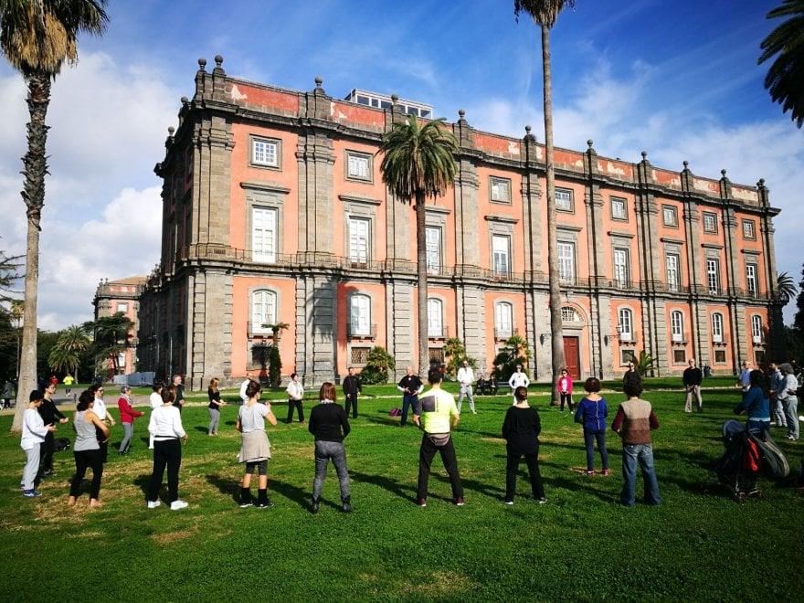 Nel giardino di Capodimonte il caos di Napoli si ferma, con il Tai Tai Chi Chuan, l'arte della Salute e della Longevità