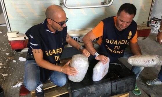 """""""Smoke Snake"""", operazione della guardia di Finanza contro il traffico internazionale di droga tra Napoli e Caserta"""