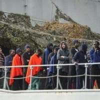 Strage di Salerno, altri 100 dispersi in mare: erano sul gommone delle 26 donne giunte morte