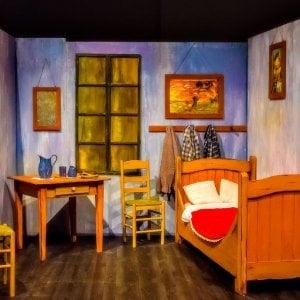 """Van Gogh Experience arriva a Napoli: i capolavori del maestro """"abbracciano"""" i visitatori"""