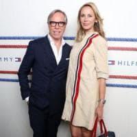 Dee Hilfiger firma borse e accessori in tre stabilimenti della Campania
