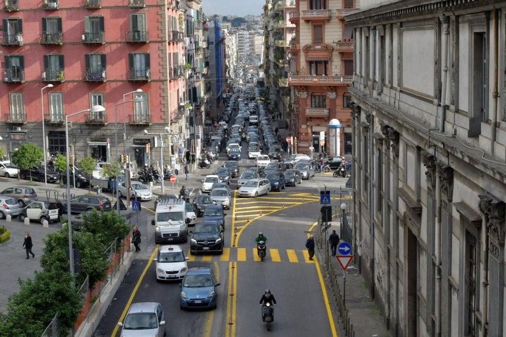 Allarme traffico, Piedigrotta bloccata: file, ingorghi e proteste