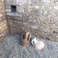 Pompei, dagli scavi anfore intatte per olio, vino e garum