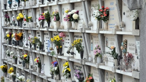 Risultati immagini per loculi foto cimitero