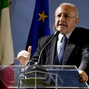 """De Luca e il caso delle fritture di pesce: """"L'Italia è un paese di deficienti"""""""