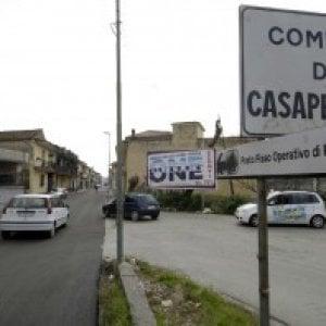 Casapesenna, colpo di pistola contro l'auto del fratello del sindaco
