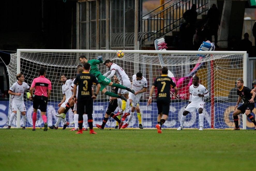 Benevento, la fotosequenza del gol di Brignoli contro il Milan