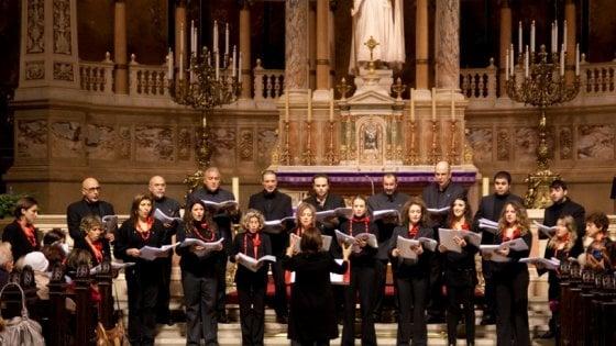 """A Sorrento il coro Estro Armonico diretto da Silvana Noschese canta """"In nome della madre"""""""