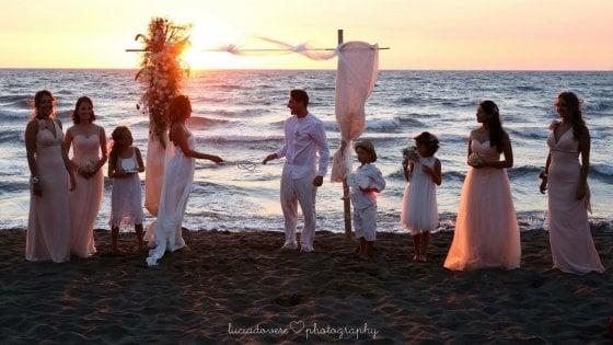 Unioni civili: a Napoli si pensa a celebrarle in spiaggia
