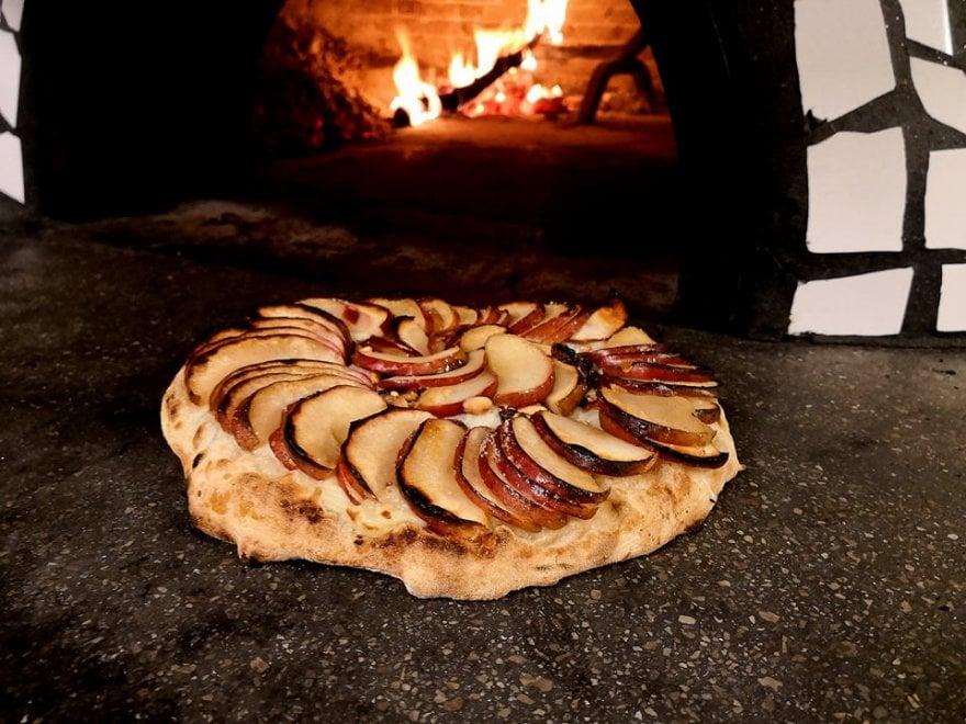Mele annurche e fantasia, con Ivano Veccia Ischia scopre la pizza che sa di dessert