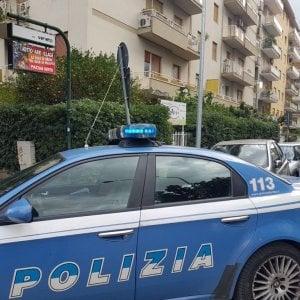 Un killer per ucciderlo, perchè la gente lo accusa di aver violentato un ragazzino. Un arresto a Napoli