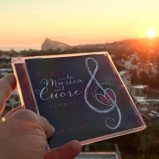 """""""Ischia con la musica nel cuore"""", l'album che donerà ai terremotati due aree-gioco"""
