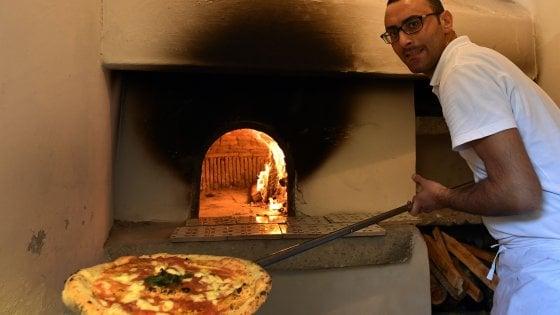 La pizza napoletana patrimonio Unesco: premiata l'arte del pizzaiuolo