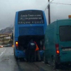Irpinia, bus in panne sul viadotto della morte