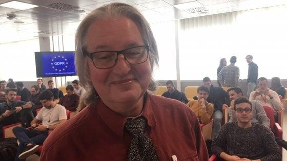 Lo scrittore Bruce Sterling rapinato a Napoli: