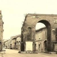 Fanno lavori con materiali sbagliati all'Arco di Adriano di Santa Maria Capua Vetere