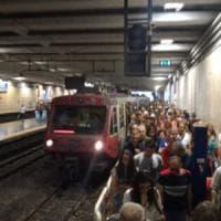 Il triste primato della Circumvesuviana: tra le 10 linee peggiori d'Italia