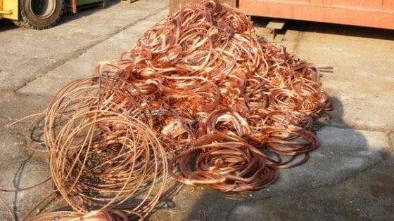 Napoli: furto di cavi di rame per 60metri, le strade della V Municipalità al buio