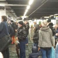 Napoli, metro 1 di nuovo ferma a Dante. Centro città tagliato fuori per due ore e traffico in tilt