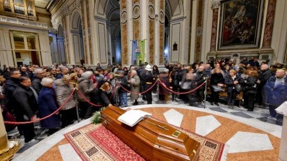Bomba carta a onoranze funebri ad Acerra, vicino al Duomo dove c